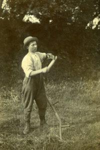 scythe sharpening 1900